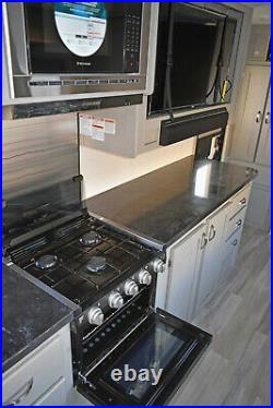 2021 Tracer 22RBS SuperSlide, QueenBed, Camp Kitchen, Oven, Ducted A/C $222/Month